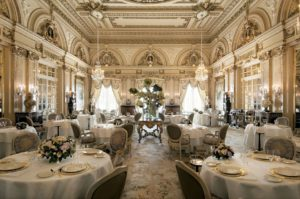 Louis XV, Hotel de Paris