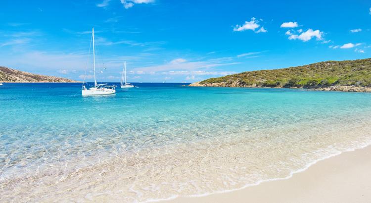 Ανακάλυψε την παραλία La Maddalena μια από τις ομορφότερες της Ιταλίας και του κόσμου