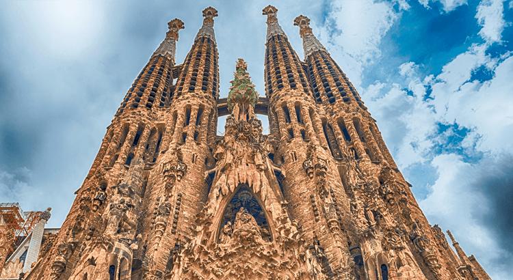 Ανακάλυψε τη Sagrada Familia στο νέο άρθρο του airshop.gr