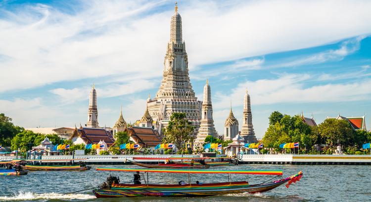Ο ναός της αυγής που πρέπει να επισκεφτείς στην Μπανγκόκ
