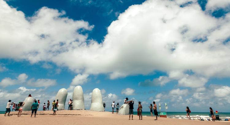 Ανερχόμενος προορισμός στη Νότια Αμερική το χέρι στη Punta Del Este